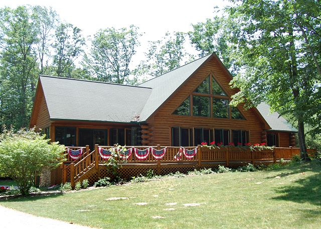 Beautiful Lakewood Lodge near downtown Glen Arbor.
