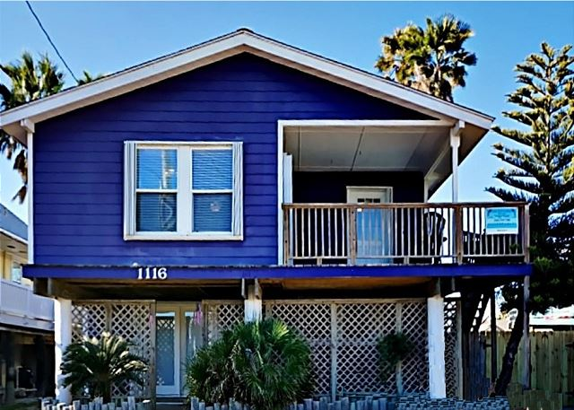 Purple House in Port A has 4 Bedrooms and 2 Baths.  Downstairs BR1 King Bed and BR2 has 2 twin beds, Bathroom. Upstairs BR1- Queen and Full Bed, BR2- has 1 Queen and 1 Double, 1 Futon in living room. Sleeps 13 Comfortably. Has WiFi (Dog Friendly). All the downstairs new beautifully remodeled.