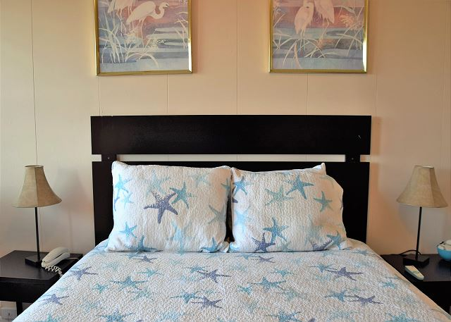 Queen Size Bed Sleeps 2, Coffee, Coffee Maker, Condiments, TV. Ocean View