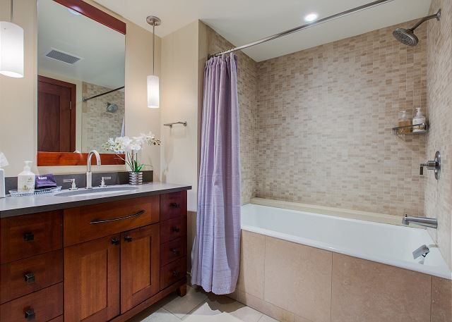 2nd Bathroom with combination tub/shower