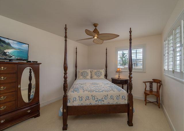3rd Bedroom with queen bed on 2nd floor