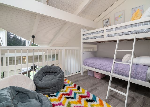 Loft Bedroom w/ 2 bunk beds