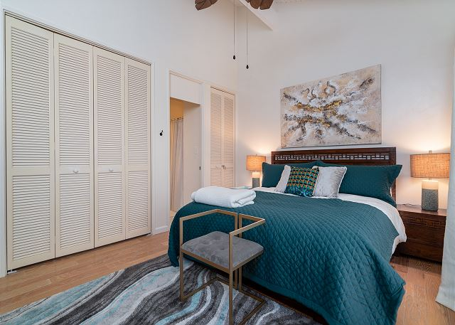 Master Bedroom w/ king bed, private bathroom