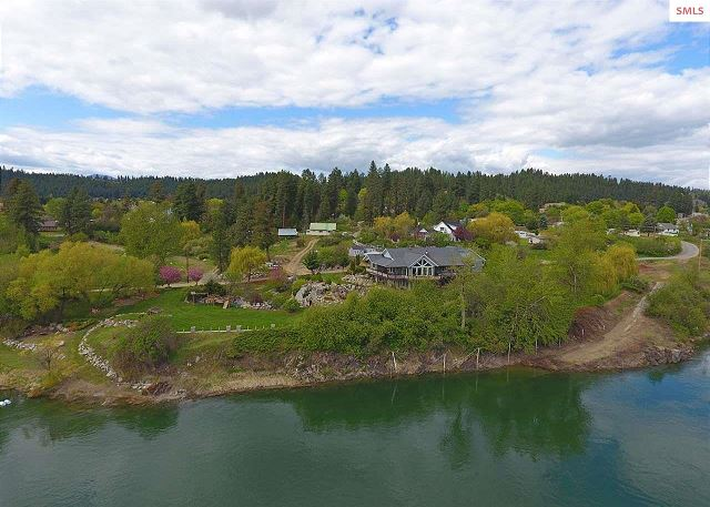 Property sits right along the Kootenai River