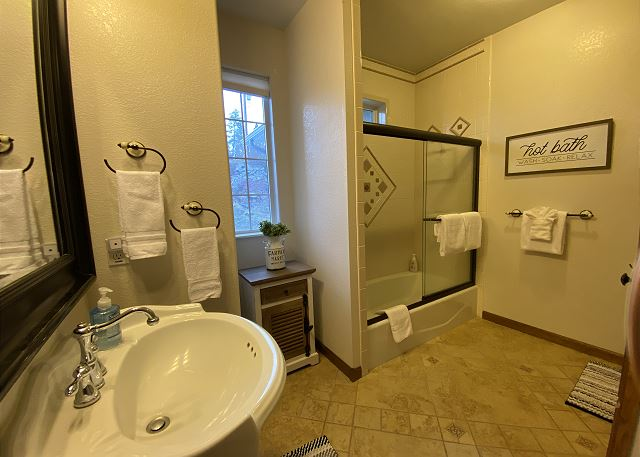 2nd Full Bathroom right next to 2nd Bedroom