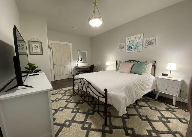 Bedroom 4: queen bed, desk, walk-in closet, smart TV