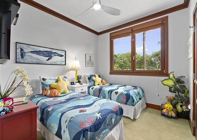 Bedroom 3 with two twin beds