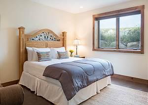 Guest Bedroom - Queen Bed and Lamp