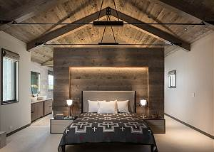 Master Bedroom - Centered King Bed