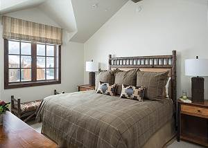 Guest Bedroom - King Bed and Nighstands