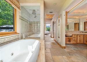 Bathroom - En Suite Jetted Tub