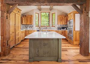 Kitchen - Incredible Prep Space