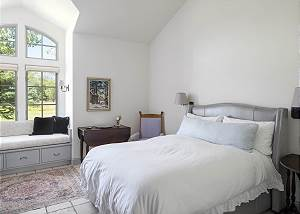 Guest Room - Arched Windows