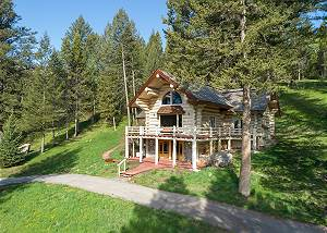Cabin Side - A Lovely Mountain Setting