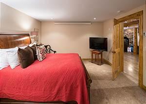 Guest Bedroom - Luxury Bedding