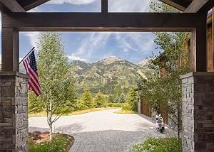 Entry Way - Mountain Views
