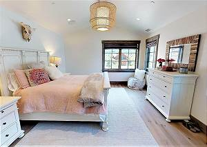 Guest Bedroom - Bright and Airy