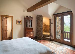 Bedroom - Private Soaking Tub in Corner