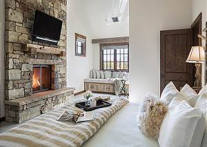Master Bedroom - King-sized Relaxation