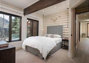 Guest Bedroom - Full Bed - Bold Contrast of Tones
