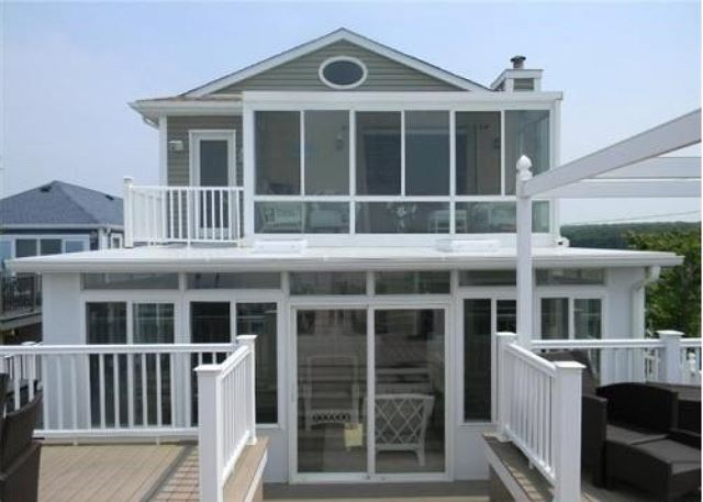 Very Large Luxury Beach House AMAZING VIEWS-North Fork Hamptons (Waters Edge)