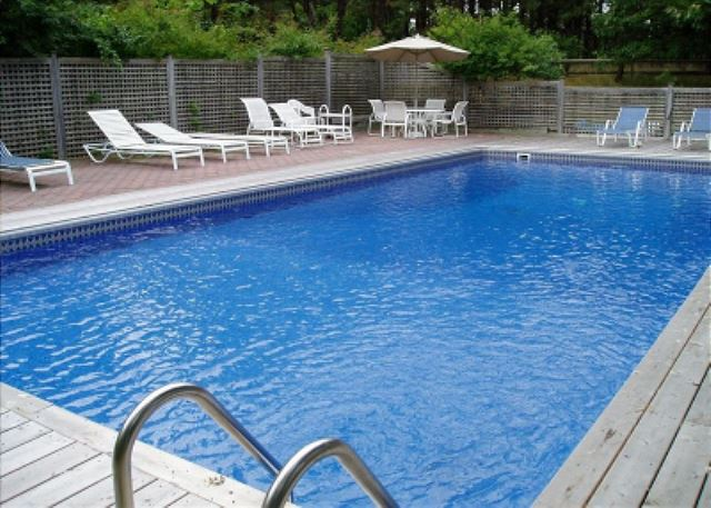 3BR Southampton Home, Heated Pool & Jacuzzi