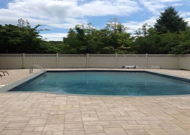 Southampton Pool jacuzzi home 14