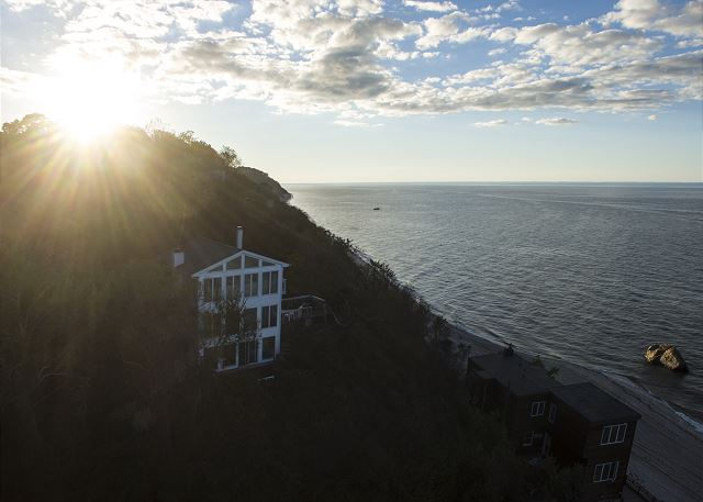Amazing Home w/ Private Beach North Fork Vineyards 1.5hr to NYC (Casa Playa)