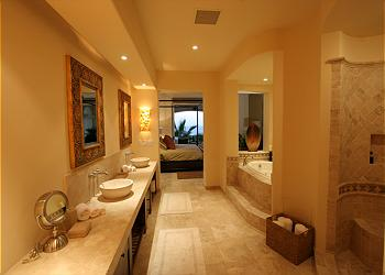 Villa Pamela's master bath, with Jacuzzi tub.
