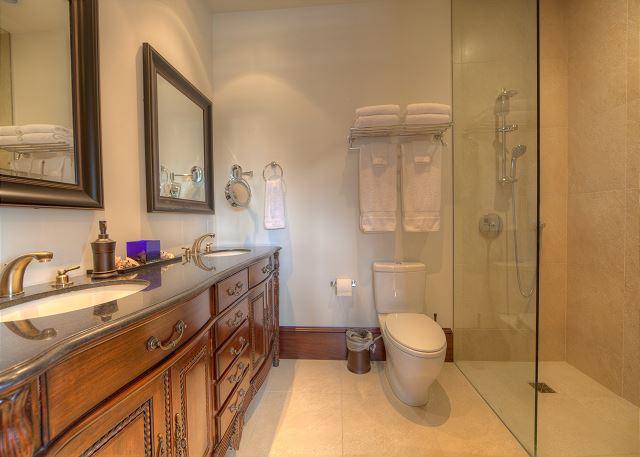 Heleconia Master Bathroom