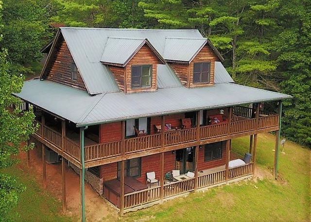 Large 4 bedroom cabin with Internet, Hot Tub, Pool Table, Air Hockey Table, and Foosball Table. Also has Awesome Mountain Views.
