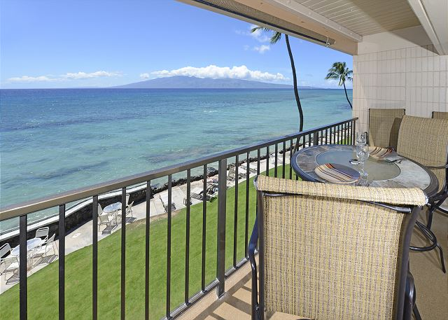 Private lanai with outer island views!