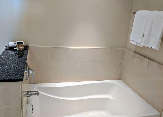 full sized bath tub