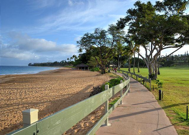 Kaanapali Beach walkway