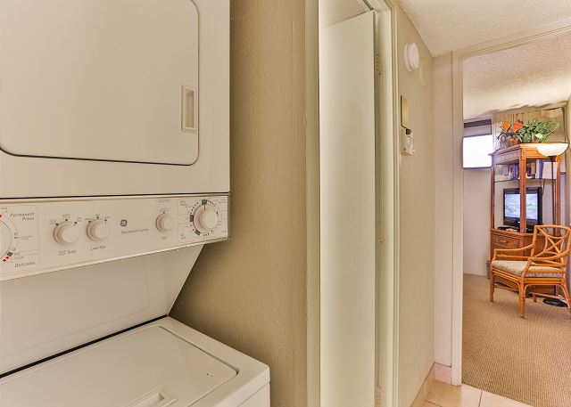 Washer/Dryer included!