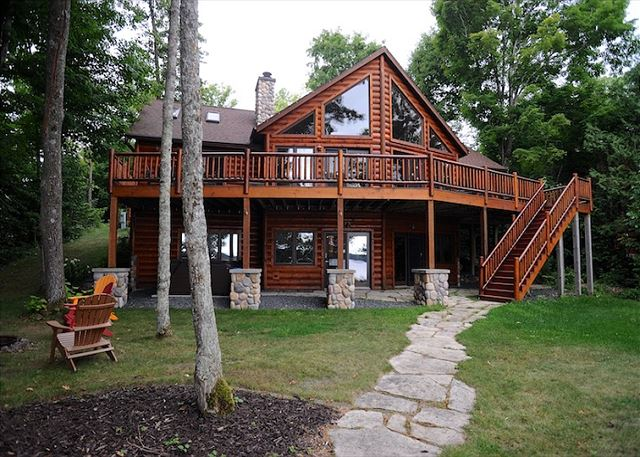 Executive lake front home sleeps 18- Amazing Views and Amenities