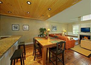 pigeon forge condo island and kitchen