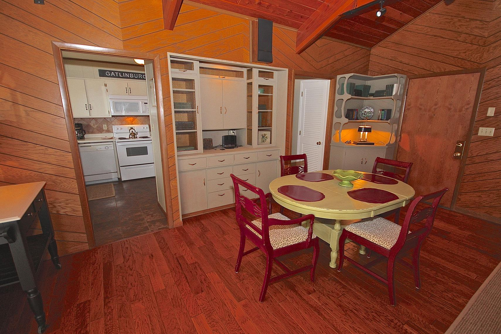 Smoky Mountain Cottage A 2 Bedroom Cabin In Gatlinburg Tennessee Mountain Laurel Chalets