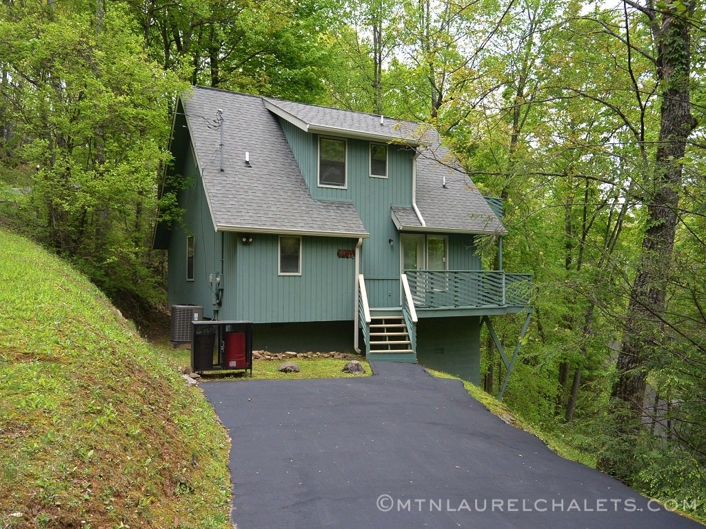 Hemlock Haven A 2 Bedroom Cabin In Gatlinburg Tennessee Mountain Laurel Chalets Gatlinburg