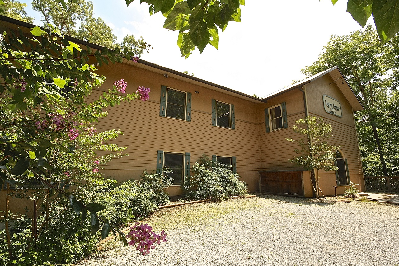 laurel lodge 12 bedroom cabin in gatlinburg tn from mountain laurel
