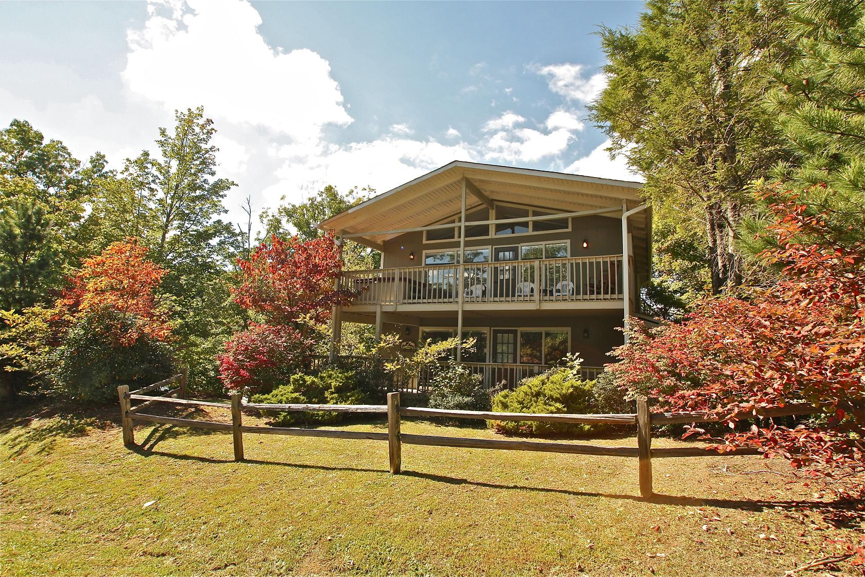 Mountain solace a 3 bedroom cabin in gatlinburg for 6 bedroom cabin rentals in gatlinburg tn