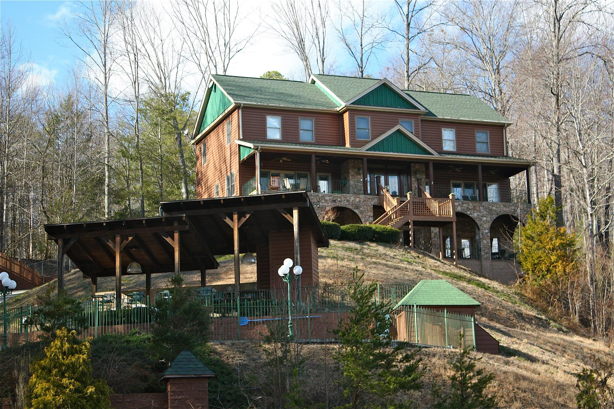 shenandoah lodge - a 5 bedroom cabin in gatlinburg,tennessee
