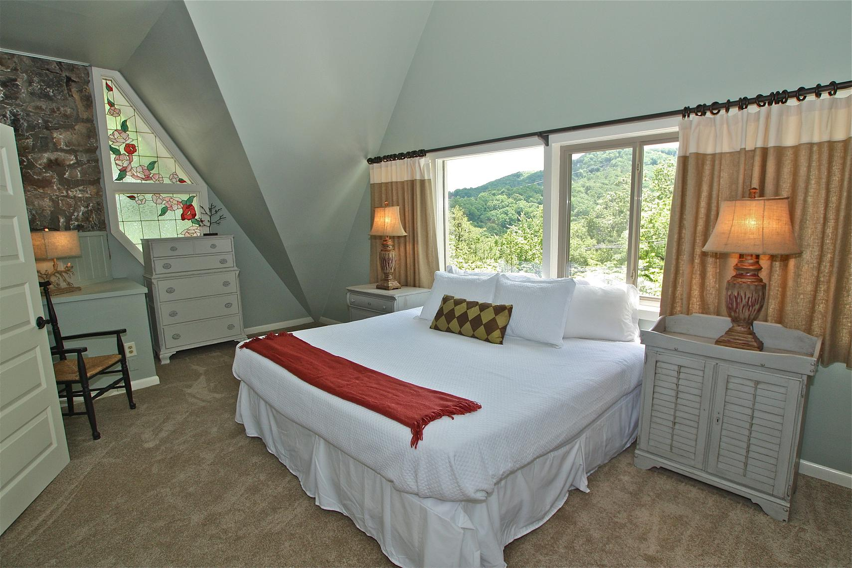 Suite Two A 2 Bedroom Cabin In Gatlinburg Tennessee Mountain Laurel Chale