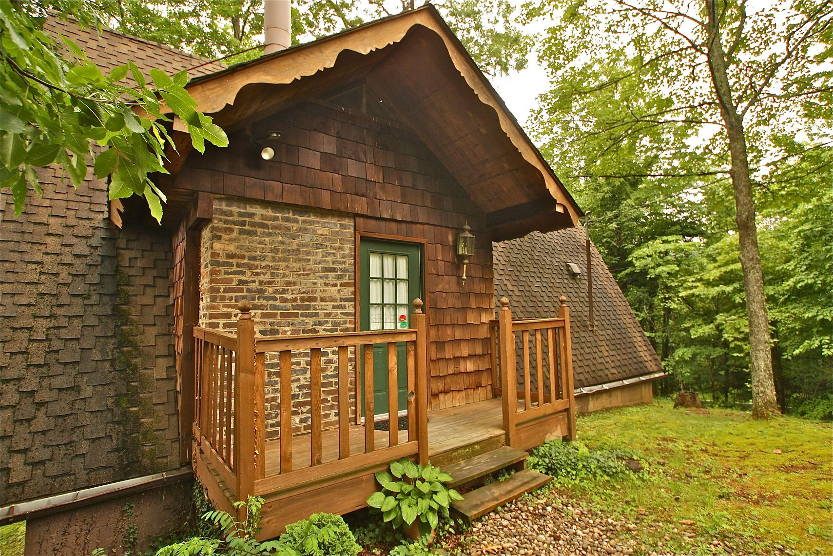 Suite One A 1 Bedroom Cabin In Gatlinburg Tennessee Mountain Laurel Chalets Gatlinburg Cabin