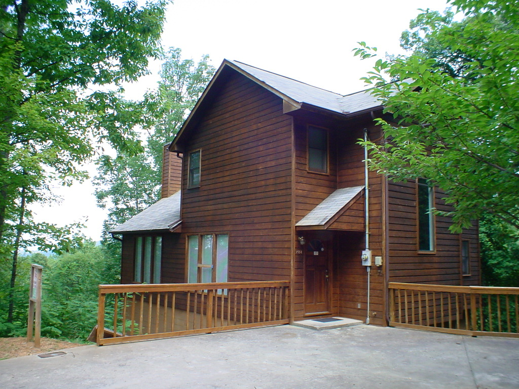 Squirrel hill a 4 bedroom cabin in gatlinburg tennessee for 8 bedroom cabins in gatlinburg
