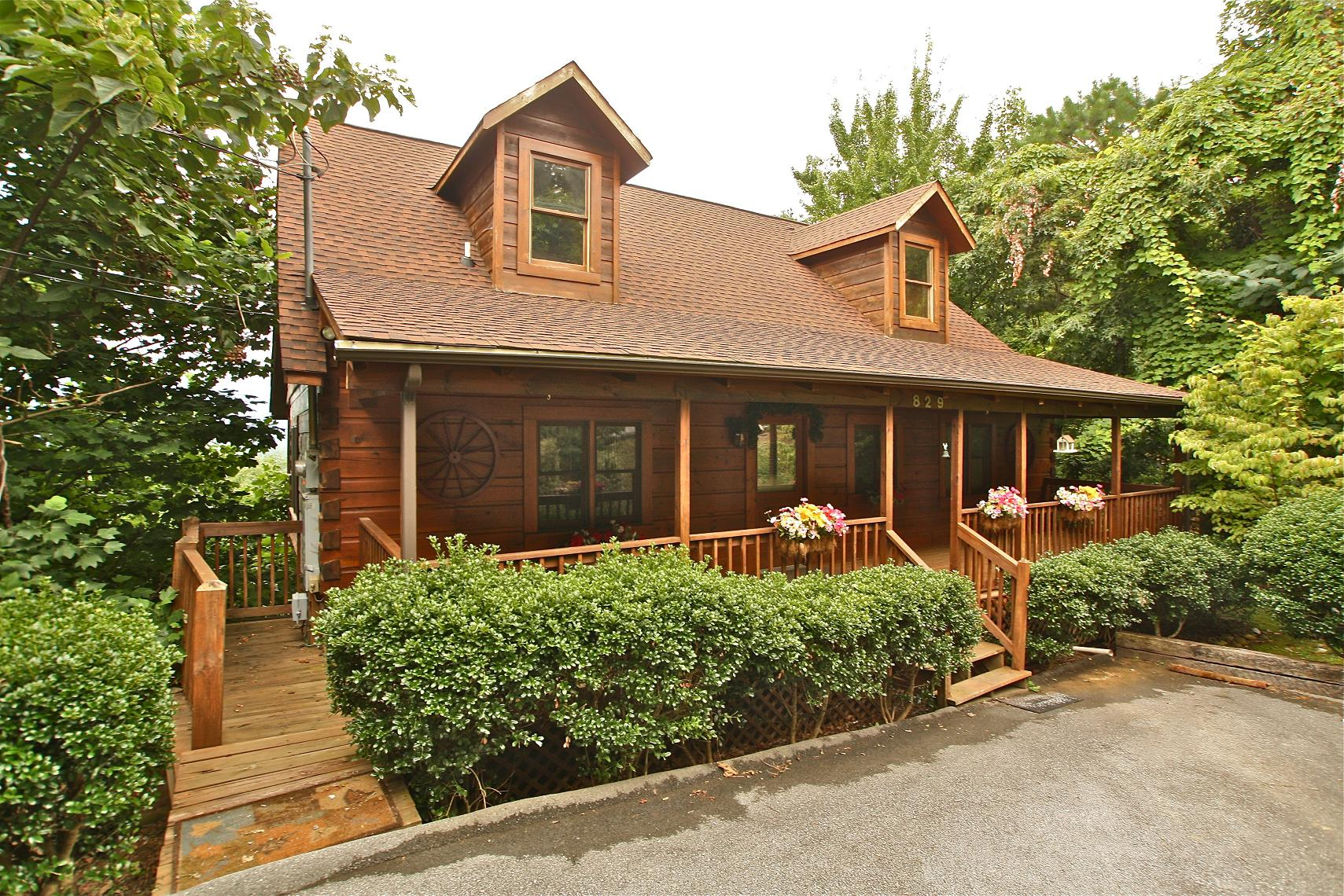 2 bedroom cabins two br cabin rentals in gatlinburg tn for Two bedroom cabins