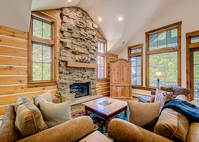 Spacious Living Room With Vaulted Ceilings and Gas Fireplace
