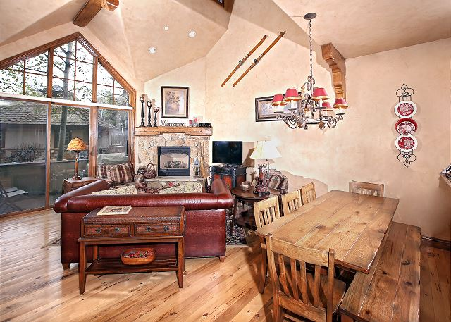 Spacious Living Room with Vaulted Ceilings, Fireplace, and Hardwood Floors