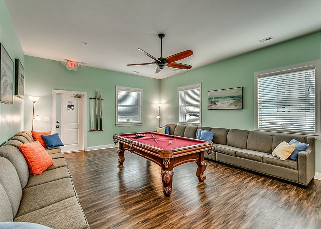 Spacious family/game room