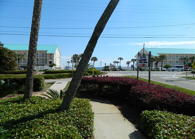 Side walk to the Beach